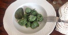 Gennaio é il mese del cavolo e quindi approfittiamo per mangiarlo spesso, preparandolo nel modo che più ci piace: minestre, torte salate, z...
