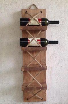 Deze uitzonderlijke Wijnrek brengt een rustieke en traditionele uitstraling in uw vier muren. Ook geschikt als een handdoekhouder. De wijn rack kan worden aangepast volgens uw wensen afzonderlijk in andere maten of kleuren. Er zijn twee voorjaar haken op de rug. U ontvangt precies het