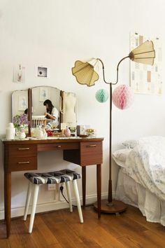 schlafzimmer einrichten möbel schminktisch hocker stehlampe