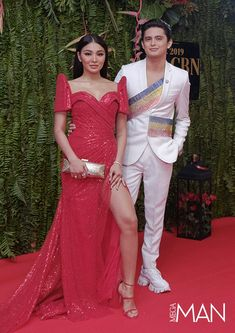 From the OG MEGA Man Jericho Rosales to the ever-dashing James Reid, see all the men who owned the red carpet of the ABS-CBN Ball Modern Filipiniana Gown, Filipiniana Wedding, Couple Outfits, Chic Outfits, Fashion Outfits, Senior Prom Dresses, Bridesmaid Dresses, Wedding Dresses, All Black Suit