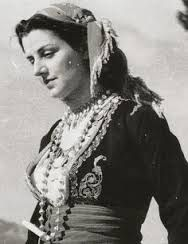 Cretan girl traditional dress / Κρητικοπούλα με παραδοσιακή φορεσιά