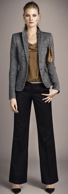 charcoal blazer, olive blouse, jeans instead. Office Attire, Office Outfits, Work Attire, Office Wear, Business Outfits, Business Attire, Business Hose, Work Chic, Work Looks