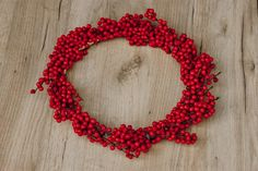DIY: Adventskranz aus Illex und Eucalyptus | daisiesandglitter Crochet Necklace, Jewelry, Wrap Around, Jewlery, Jewerly, Schmuck, Jewels, Jewelery, Fine Jewelry