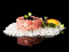 """Tartar de ventresca """"toro"""" con hueva de tobikko negro. Reserva online en EligeTuPlato.es"""