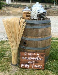 Farm Wedding, Dream Wedding, Wedding Day, Wedding Bonfire, Western Wedding Ideas, Wedding Snack Bar, Rustic Wedding Bar, Diy Wedding, Crates