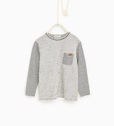 Image 1 de T-shirt à rayures assorties de Zara