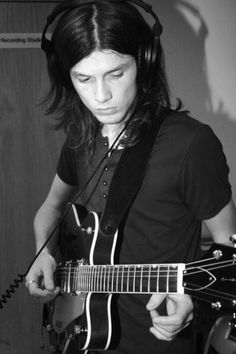 They call him the new sound of 2015. James Bay, a young Guitarist, Singer Songwriter from Hitchin UK, is one of the sweetest normalist, straight up young artists I've seen in a long time! What a darling!