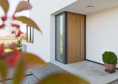 Moderne Eingangstür Aus Holz Mit Designgriff   Hochwertige Hauseingänge Mit  Stil   Pinterest