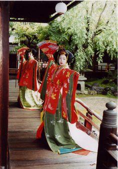 Gosechi dancers dressed in junihitoe Geisha Japan, Japanese Geisha, Japanese Kimono, Heian Era, Heian Period, Japanese Outfits, Japanese Clothing, Furisode Kimono, Kimono Japan