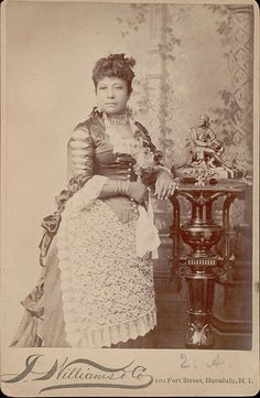 Princess Miriam Likelike of Hawaii, mother of Crown princess Ka´iulani. Queen Of Hawaii, Old Photos, Vintage Photos, Hawaiian Monarchy, Monuments, Women In History, Black History, History Of Photography, Vintage Hawaii