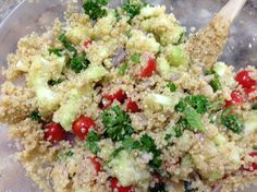 This quinoa tabouli salad is filled with superfoods! HASfit's healthy quinoa recipes can be used as a side dish or as a meal.