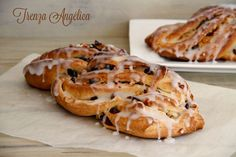 The Angelica braid is an Italian dessert, typical at Christmas. The original shape is in the form of a thread, like Kringle Estonia, but I like to do it without twisting to differentiate it. Kitchen Recipes, Cooking Recipes, Donuts, A Food, Food And Drink, Sweet Dough, Peruvian Recipes, Pan Dulce, Italian Desserts