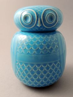 Vintage Hornsea Pottery Owl Storage Jar by John Clappison. This storage jar is tall. Ceramic Owl, Glass Ceramic, Ceramic Pottery, Pottery Art, Vintage Owl, Vintage China, Retro Vintage, Vintage Items, Hornsea Pottery