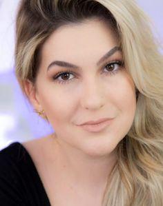 Aprenda com Alice Salazar a fazer uma maquiagem completa em 5 minutos. Ótimo para dias de pressa ou de preguiça.