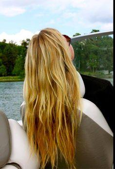 Wavy hair + the lake = summer