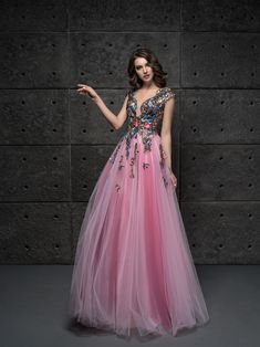d56f52fffb42 24 skvelých obrázkov z nástenky Najkrajšie šaty na stužkovú ...