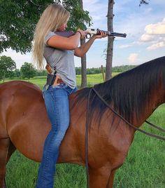 Military Girl – Beautiful Girls & Guns – Heiße Frauen mit Waffen Source by etimespi Real Country Girls, Country Women, Country Girl Stuff, God Family Country, Cute Country Girl, Sexy Cowgirl, Cowboy And Cowgirl, Cowgirl Photo, Estilo Cowgirl