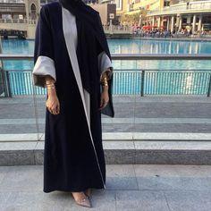 """""""Reversible Abaya by SH"""" Sounds good to me! Hijab Dress Party, Hijab Style Dress, Hijab Chic, Abaya Style, Hijab Outfit, Iranian Women Fashion, Arab Fashion, Muslim Fashion, Abaya Noir"""