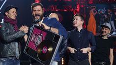 Шнуров спел про «лабутены» для двух столиц - Газета.Ru   Фото