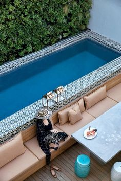 Welcoming Pool Deck Seating Areas A patio or backyard with a swimming pool surely feels incomplete without pool deck seating areas.A patio or backyard with a swimming pool surely feels incomplete without pool deck seating areas. Small Indoor Pool, Small Backyard Pools, Indoor Pools, Backyard Pool Designs, Outdoor Pool, Backyard Ideas, Patio Ideas, Backyard Landscaping, Landscaping Design