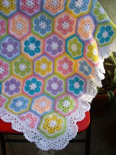 Granny Square Crochet Blanket - Hexagons and african flowers. Not granny squares.Granny Square Crochet Blanket Just gorgeous, I wish I could make this for my littliesHow to Crochet a Solid Granny Square - Crochet IdeasAfrican Flower ghan - love the c Crochet Afghans, Crochet Squares, Crochet Blanket Patterns, Crochet Granny, Baby Blanket Crochet, Crochet Motif, Crochet Baby, Crochet Blankets, Crib Blanket