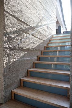 Armin Blasbichler's home in South Tyrol via Design Sponge Glass Stairs, Wooden Stairs, Stair Steps, Stair Risers, Modern Staircase, Staircase Design, Hot Tub Deck, Balustrades, Plexiglass