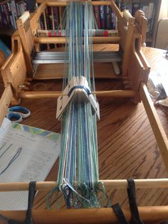Tablet weaving - great way to gather cards for travel so they don't get messed up truc à retenir!