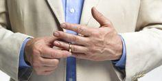 Pemilihan model cincin pria yang tepat juga bisa kita sesuaikan dengan kepribadian atau karakter yang ada pada pasangan kita