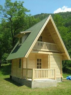 Tiny houses seem to break all the rules, and yet, the tiny house movement is really taking off! Small Cottage House Plans, Small Cottage Homes, Tiny House Cabin, Small House Plans, Tiny Homes, Tiny House Family, Tiny Cabins, Wooden Cabins, Cabins And Cottages