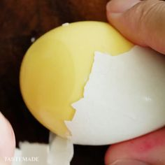 We all have those days when things are a bit inside-out& Make Tastemade Japan& Inside-Out Egg Ramen 👉 toptrendingplanet& The post How To Make An Inside-Out Egg appeared first on Food Monster. Good Food, Yummy Food, Tasty, Tastemade Japan, Egg Dish, Baking Tips, Creative Food, Breakfast Recipes, Recipes Dinner