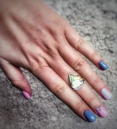 Perfect spring nails idea if you love the pink and grey. :)