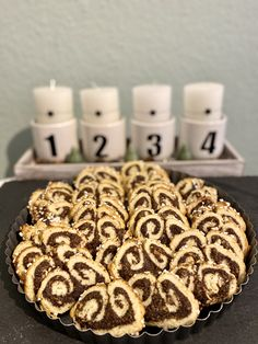 Zum 4. Advent gibt es super-leckere #Mohnschnecken-#Plätzchen. Die Kekse sind fix gemacht und besonders die Füllung aus #Mohnback und zerkrümelten #Amarettini ist einfach ein Träumchen. #Annibackt #Weihnachtsbäckerei Cakepops, Cupcakes, Super, Advent, Cookies, Desserts, Food, Biscuits, Pies