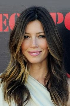 Jessica Biel perfect highlights & blow wave for brunettes