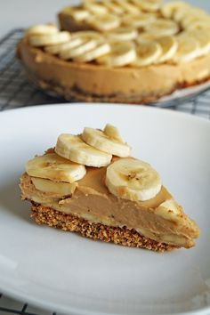 glutenvrije taart met kokos en banaan Vegan Cheesecake, Vegan Cake, Gluten Free Recipes, Vegetarian Recipes, Healthy Recipes, Banoffee, Happy Foods, Some Recipe, Vegan Baking