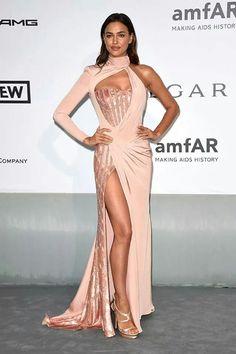 Irina Sayk en un Versace