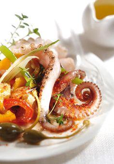 Bouillabaisse de poisson : la vraie recette de Marseille [5 étapes]   Régal Cake Courgette, Home Chef, Caprese Salad, Seafood Recipes, Bbq, Tacos, Ethnic Recipes, Voici, Bouillabaisse