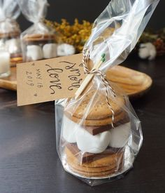 s'mores wedding favors wedding favors Eat 'em or take 'em: these s'mores wedding favors are a gooey gift guests will devour Coffee Wedding Favors, Creative Wedding Favors, Inexpensive Wedding Favors, Elegant Wedding Favors, Cheap Favors, Wedding Gifts For Guests, Wedding Favor Boxes, Wedding Favors For Guests, Wedding Table Favors
