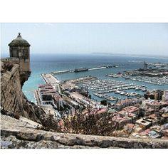Preciosa foto de @mariandiaz5 desde el Castillo de Santa Barbara de Alicante. Alicante, Grand Canyon, Spain, Instagram, Travel, Castles, Places, Viajes, Sevilla Spain