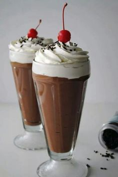 ideas for fruit smoothies healthy sugar Dessert Drinks, Yummy Drinks, Dessert Recipes, Fruit Drinks, Cute Desserts, Delicious Desserts, Yummy Food, Healthy Fruit Smoothies, Smoothie Recipes