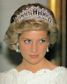 1983 Princess Diana wearing the Cambridge Lovers Knot Tiara.