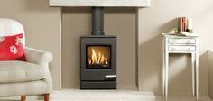 Highly realistic log effect The is the smallest of the new contemporary gas stoves from Yeoman. Despite its compact dimensions, underneath the smooth, Gas Stove Fireplace, Wood Burner Fireplace, Fireplace Ideas, Living Room Interior, Living Room Decor, Electric Stove, Log Burner, Gas Fires, Living Room With Fireplace