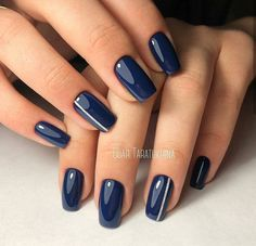 Navy blue nails are a popular nail color. Navy blue is one of the dark hues you rarely notice. Navy blue nails are very unique and delicate nowadays. From simplicity and sweetness, to patterns and designs, to lots of shine and luster, you can find n Dark Blue Nails, Navy Nails, Green Nails, Pink Nails, Navy Acrylic Nails, Navy Nail Art, Dark Color Nails, Glitter Nails, Matte Nails