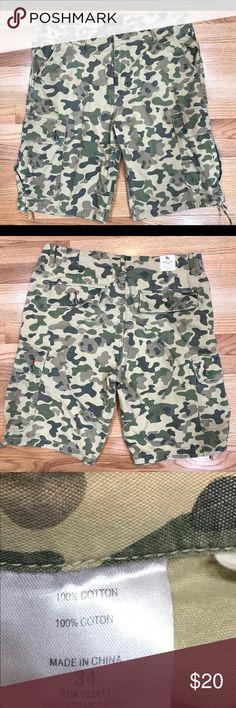 Men's lrg camo shorts 34 Size 34 waist. Sf/pf home. Lrg Shorts Cargo