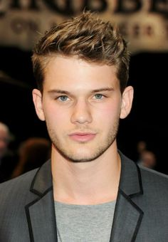 """Jeremy Irvine - Aww, he's got a nice face. (Just watched """"Great Expectations"""" and I fell in love. Jeremy Irvine, Haircuts For Men, Male Hairstyles, Beautiful Men Faces, Handsome Actors, Body Inspiration, Interesting Faces, Celebs, Celebrities"""