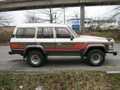 Hi, Im Looking for the original brown LC with orange n red lines at the sides, to paint my truck, please some one can give me good photos? Orange Line, Toyota Land Cruiser, Jeep, Cool Photos, Automobile, Decals, Motorcycles, Graphics, Paint