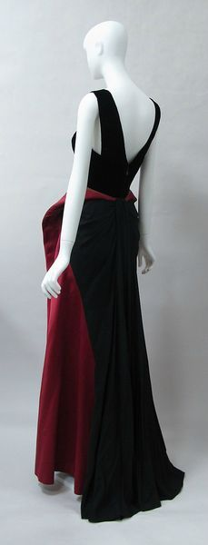 Charles James (American, born Great Britain, 1906–1978), Evening dress, 1946, silk. Brooklyn Museum Costume Collection at The Metropolitan Museum of Art, Gift of the Brooklyn Museum, 2009; Gift of Millicent Huttleston Rogers, 1949.
