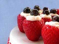 Fourth of July Crème Filled Strawberries ~ Get patriotic with these adult easy red, white and blue dessert for your of July barbeque or picnic. These vodka infused whip cream strawberries are the perfect way to enjoy a cocktail dessert! Blue Desserts, 4th Of July Desserts, Fourth Of July Food, 4th Of July Party, July 4th, Blue Sweets, Holiday Treats, Holiday Recipes, Holiday Foods