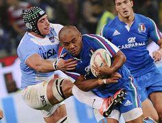 #Rugby, Italia e Argentina in campo al Ferraris. L'italiano Kelly Haimona contrastato da Tomas Lavanini