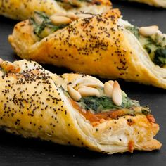 Puff pastry filled with fresh spinach, bacon and pine nuts. (in Spanish)