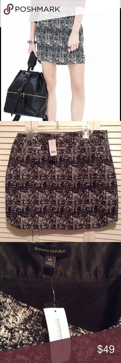 Beautiful Black & White tweed skirt Lovely skirt for the office or a night out! Runs a little tight. This tweed is great for fall! Zipper is on the side, is longer in the back by about 2 inches. Price is pretty firm, but you are welcome to make a reasonable offer. Banana Republic Skirts Mini
